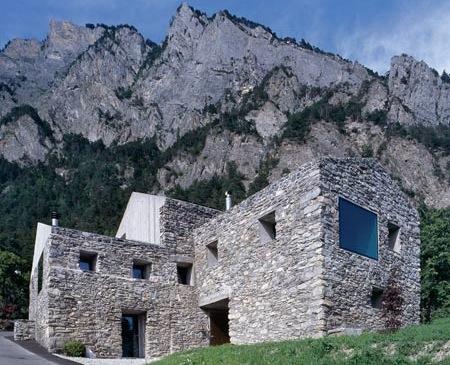 Une maison de montagne moderne blog d co factorychic - Maison en pierre giordano hadamik architects ...
