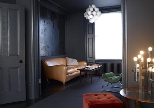 Un Appartement Sombre Et Chic Blogdeco Factorychic