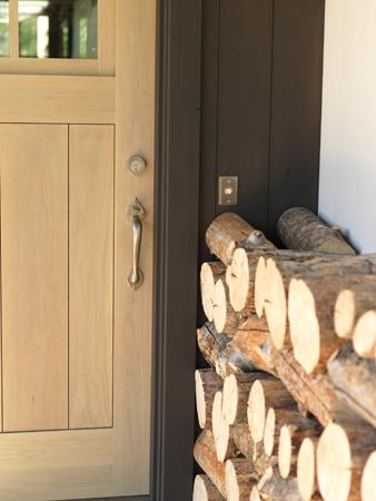 belle porte d'entrée en bois