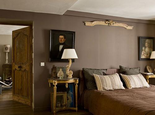 meuble industriel et bois brut pour un loft romantique