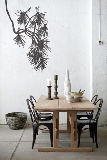 belle table en bois en chaises en métal - FactoryChic
