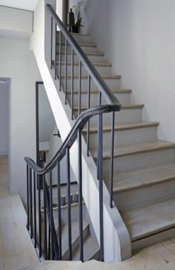 Escalier gris et bois meilleures images d 39 inspiration pour votre design de maison for Peinture escalier bois gris