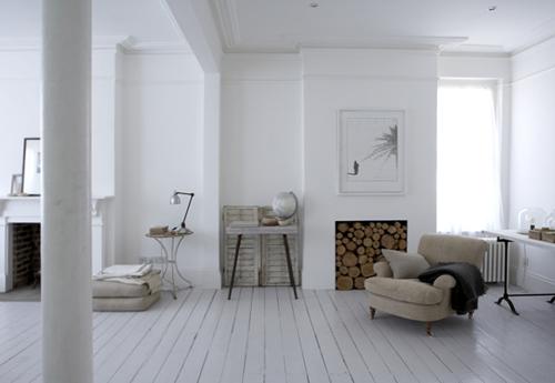 Belle maison au Total look blanc