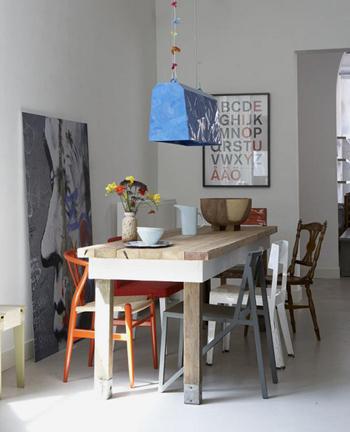 Belle table en bois brut et blanche