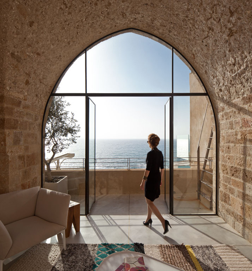 Splendide baie vitrée avec vue sur la mer