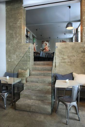 Escalier en béton brut