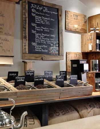 Comptoir des cafés en bois recyclé