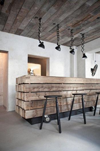 Bar En Bois Brut : Un magnifique bar en bois brut