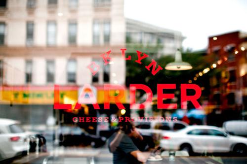 belle typographie pour logo Brooklyn Larder