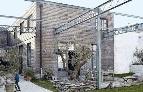 Extérieur en bois d'un loft style industriel